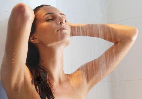 Sau phá thai bằng thuốc có được tắm